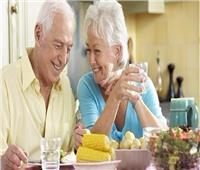 التغذية السليمة لكبار السن لتقوية المناعة لمواجهة كورونا.. فيديو