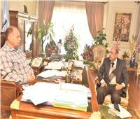 محافظ أسيوط يلتقى وكيل وزارة الصحة للتأكيد على جاهزية أقسام العناية والعزل بالمستشفيات
