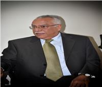 السفير أشرف حربي: اتحاد العالم في مواجهة كورونا يمنع وقوع كارثة إنسانية