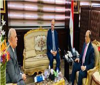 وزير التنمية المحلية يجتمع مع محافظ القاهرة.. والسبب «كورونا»