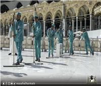 رغم إغلاقه .. السعودية تخصص 3500 عامل لتعقيم المسجد الحرام يومياً