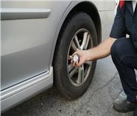 كيف تكتشف مشاكل إطارات سيارتك أثناء القيادة؟