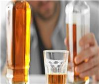 تناولوا مشروبات كحولية مغشوشة للهروب من كورونا.. «فماتوا مسممين»