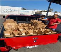 «مستقبل وطن» يوزع مواد غذائية على الأسر المتضررة من «كورونا» في جنوب سيناء