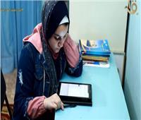 معايشة مع طالبة بالصف الأول الثانوي بعد تنفيذ الامتحان بالمنزل.. فيديو