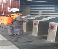بالكمامات والقفازات.. «المترو» يواصل تعقيم القطارات والمحطات ضد «كورونا»