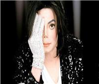 بيع قفاز المغني مايكل جاكسون في مزاد مقابل 104 آلاف دولار