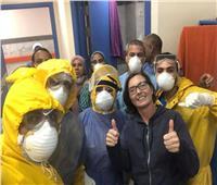صور وفيديو| فرحة كبيرة ورسالة مؤثرة.. سائحة سويدية تتعافى من «كورونا» في مصر