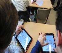 طلاب الصف الأول الثانوي يؤدون الامتحان التجريبي بمادة اللغة الأجنبية الثانية