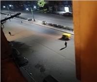 امسك مخالفة| شباب يلعبون كرة قدم في شوارع الإسكندرية