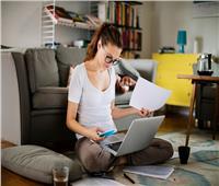 كيف تحمى عينك من الجلوس ساعات طويلة أمام الأجهزة الإلكترونية؟