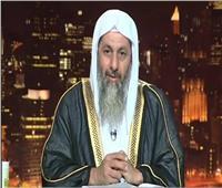 فيديو| داعية سلفي يلقي خطبة الجمعة بمسجد منزله.. والأوقاف «مفبرك»