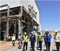 محافظ أسوان يتابع ميدانياً معدلات العمل بمشروعات مصنع كيما 2 والكوبري الخزان البديل