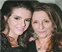 اليوم  تشييع جثمان والدة الفنانة دنيا عبد العزيز