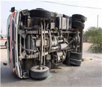 انقلاب سيارة نصف نقل على الطريق الزراعي.. والمرور يرفع أثار الحادث