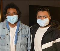 الكينج محمد منير وتامر حسني يرتديان الكمامات قبل تسجيل «أنت أقوى»