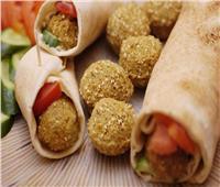 حكايات| من الصاروخ لـ«الجرين برجر».. ساندويتشات الطعمية بين التراث و«الدلع»