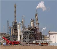 السعودية وروسيا تؤكدان التزامهما بتنفيذ تخفيضات النفط المُتفق عليها خلال عامين