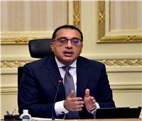 رئيس الوزراء يؤكد على أهمية الالتزام بارتداء الكمامات الطبية