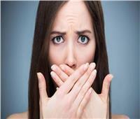 3 نصائح للتخلص من رائحة الفم بعد تناول «الفسيخ والرنجة والبصل»