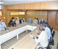 محافظ البحيرة يتابع إجراءات منع احتفالات شم النسيم من غرفة عمليات المحافظة
