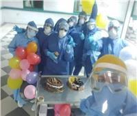 الطاقم الطبي بمستشفى كفر الزيات يحتفل بعيد ميلاد ٤ أطفال مصابين بكورونا