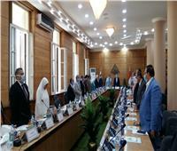مجلس جامعة بنها يبدأ جلسته بالوقوف دقيقة حداد على روح الشهيد محمد الحوفى