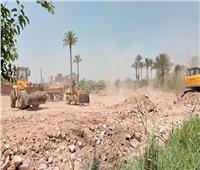 «الري» تزيل تعديات برلماني بالجيزة على النيل