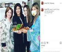 أول ظهور لدنيا عبد العزيز بعد وفاة والدتها