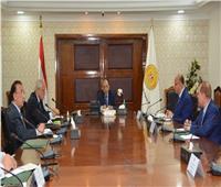 وزير التنمية المحلية يناقش التصدي لمخالفات البناء في 3 محافظات