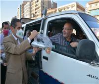 محافظ الغربية يشارك في توزيع وجبات إفطار علي الصائمين
