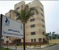 رئيس جامعة القاهرة يطلق اسم الدكتور هشام الساكت على مجمع التعليم المتطور