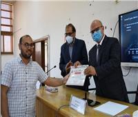 حفل تكريم 20 طبيب بجامعة القناة بعد انتهاء عملهم  بمستشفى العزل بأبو خليفة