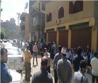 صور| تجمع العشرات أمام منزل الطبلاوي لتشييع جنازته