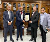 الإمام الأكبر يشكر رئيس «إيجيبت جولد» لتبرعهبأجهزة تنفس صناعي لمستشفيات الأزهر
