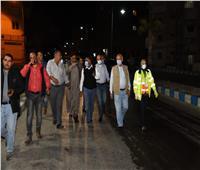 محافظ مطروح يتفقد شوارع المدينة لمتابعة أعمال التطهير والتعقيم ليلا