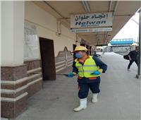 بالصور| بالكمامات.. فرق المترو تعقم القطارات ضد انتشار كورونا