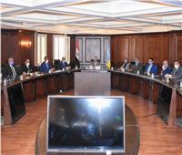 محافظ الإسكندرية يناقش طرق مواجهة تداعيات كورونا