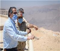 صور..وزير السياحة والآثار يزور مشروع مدينة الجلالة