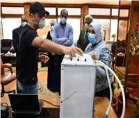 باحث بجامعة القناة يبتكر جهاز تنفس بتكاليف منخفضة للمساهمة في أزمة «كورونا»