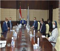 وزير الإسكان يلتقي مجموعة من المستثمرين بمدينة العاشر من رمضان