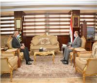 وزير التنمية المحلية يبحث جهود إزالة التعديات على أراضي الدولة بالسويس