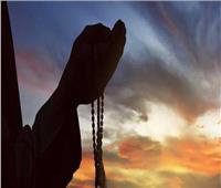 «أدعو الله وأنا مستلقية على ظهري.. هل يجوز ذلك؟».. داعية إسلامي يجيب  فيديو