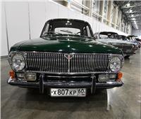 بالفيديو| سيارة «الفولغا» السوفيتية تحتفل بيوبيلها الخمسين