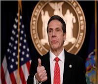 بالفيديو.. حاكم نيويورك يجري اختبار كورونا على الهواء