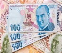 العملة التركية تواصل السقوط وتسجل انخفاضًا تاريخيا