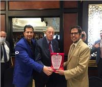 شعبة المحررين الاقتصاديين بـ«الصحفيين» تكرم رئيس شركة مصر للمقاصة