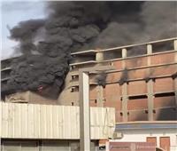الدفع بـ6 سيارات إطفاء للسيطرة على حريق مخزن أدوات صحية في المقطم