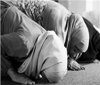 ما حكم إمامة الأم ببناتها في صلاة العيد داخل المنزل؟.. «البحوث الإسلامية» يجيب