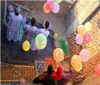 بالصور .. بعد إغلاق المساجد .. عائلة تؤدي صلاة العيد فوق السطح